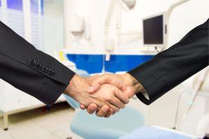 Logiciel de gestion dentaire : écitez les frais de service avec Maximus +